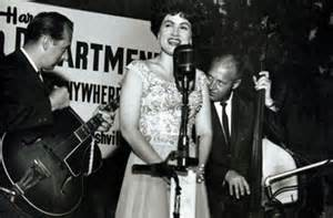 Patsy Cline singing with a guitar and a double bass