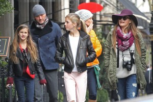 Tim McGraw with his wife and three daughters
