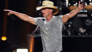 LAS VEGAS, NV - SEPTEMBER 18: Recording artist Kenny Chesney performs at the 2015 iHeartRadio Music Festival at MGM Grand Garden Arena on September 18, 2015 in Las Vegas, Nevada. (Photo by Ethan Miller/Getty Images for iHeartMedia)